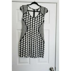 Express pencil Dress Size 8 Black and white